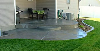 Patio with round concrete steps
