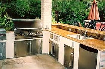 outdoor sink in full kitchen