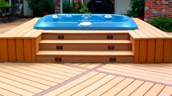hot tub deck with wide steps